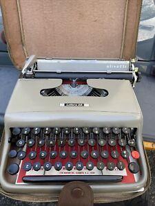 Vintage Olivetti Lettera 22 typewriter with case