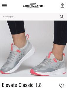 Lorna Jane Sz 7 Ladies Runners Grey With Pink Logo