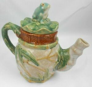 Ceramic Ivory Crackle Tea Pot with Frog on the Lid