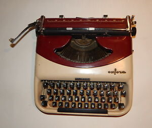 Vintage Underwood Golden Touch Oxford Portable Typewriter Made In Italy