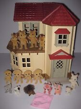 Epoch CALICO CRITTERS TOWN HOUSE Dollhouse & 15 Figure Lot SQUIRREL DOG COW FOX+