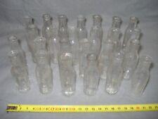 25 petits anciens flacons ou bouteilles graduées de médecine, médicament, chimie