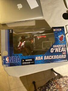 Damaged (an opener) McFarlane Miami Heat Shaquille O'Neal & NBA Backboard 2 pack