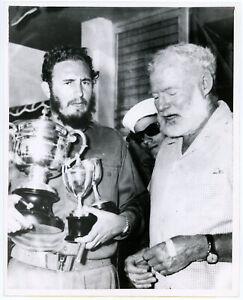 Ernest Hemingway & Fidel Castro 1961 UPI Press Photograph Death Announcement