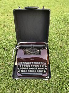 VINTAGE NICE L.C. SMITH-CORONA SILENT 1939-40 BURGUNDY TYPEWRITER & CASE WORKS