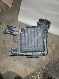 2004-2009 DODGE DURANGO AIR CLEANER FILTER BOX OEM 196583