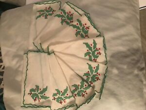 "Vintage linen Madeira Christmas ""HOLLY"" Marghab-hand embroid cocktail napkins-8"