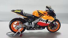 Honda RC211V.  Valentino Rossi 2003 MotoGP. Minichamps 1/12