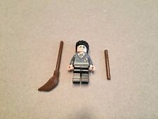 LEGO Harry Potter minifigure Complete with Wand Broom Flesh Minifig Gryffindor