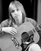 TOM PETTY LEGENDARY MUSICIAN SINGER SONGWRITER - 8X10 PUBLICITY PHOTO (AB-369)