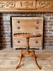 VINTAGE PIE CRUST WOODEN TABLE SIDE TABLE MAHOGANY OVAL 4 LEGS IMMACULATE