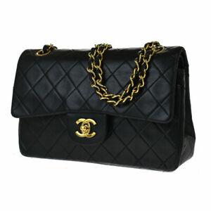 chanel classic Double Flap Medium shoulder Bag ✔️with original box ✔️.
