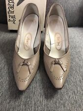 Custom Craft Vintage Leather 1960s Tan Bow Size 7.5 3.5� Heel