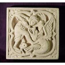 Décoration médiévale murale en pierre - Chevalier combattant le dragon