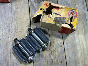 ANTIQUE VINTAGE MAJESTIC SPECIAL 3 INCHES BIKE BICYCLE RUBBER PEDALS 9/16 NOS
