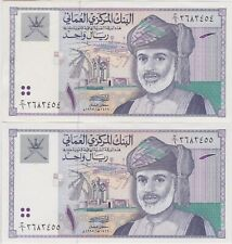 TWO P34 OMAN 1995 ONE RIAL BANKNOTES IN NEAR MINT CONDITION.