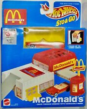 MATTEL HOT WHEELS STO & GO MCDONALDS WITH RED MUSTANG CONVERTIBLE MADE IN CHINA