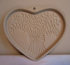 2004 Pampered Chef Bountiful Heart Harvest Cookie Art Mold Press Stoneware