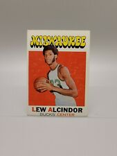 1971-72 Topps Lew Alcindor Basketball Card #100 Milwaukee Bucks
