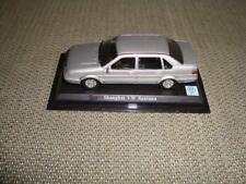 VW Santana 2000, China, Shanghai SVW, 1:43 Vitrinenmodell, Präsentations-Sockel