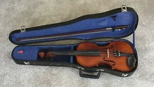 Violin  - Made in Czechoslovakia - Cased