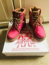 IIJIN hiking shoes size 7 only 200$