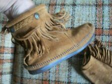 Minnetonka Womens 7 Fringe Suede Back Zip Ankle Boots