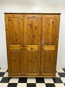 Large Ducal Victoria treble door wardrobe with mirror rails and shelf - Delivery