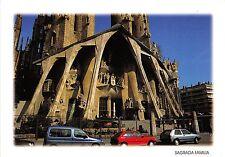 BG11900 barcelona gaudi la sagrada familia car voiture   spain