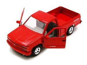 MotorMax 1992 Chevy 454SS Pickup Truck 1:24 Scale die-cast metal model Red