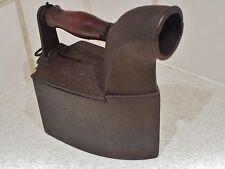 fer à repasser ancien en métal- bügeleisen-à cheminée milieu 19 ème siècle