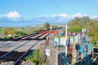 PHOTO  2013 SOUTHEASE RAILWAY STATION LEVEL-CROSSING VIEW NORTHWARD TOWARDS LEWE