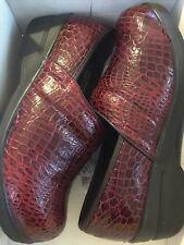 NEW $65 Duck Head Women 7 Becky Nursing Comfort Clogs Faux Croc Red