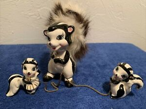 Skunk Mom With 2 Baby Skunks On chain Nov.Co  Made Japan VINTAGE CERAMIC
