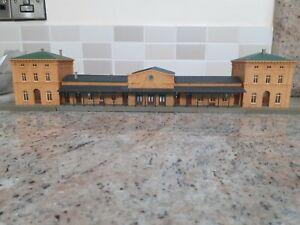 00 Gauge railway building