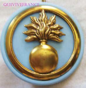 IN13393 -  Ecoles Militaires, insigne de béret, dos embouti gravé, 2 anneaux