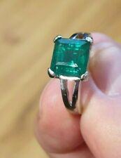 Beautiful 14ct Emerald White Gold Ring