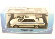 Bmw M5 535i E12 1980 blanco coche modelo 1 43 / Neo Scale Models