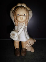 Goebel Nina & Marco Limpke Porzellanfigur Mädchen mit Teddybär