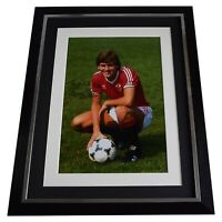 Bryan Robson Signed Autograph 16x12 framed photo display Manchester United COA