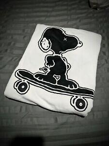 Kaws UNIQLO Peanuts Snoopy Skateboarding white Sweatshirt Jumper 2017 US Large