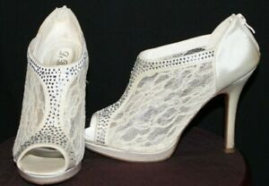 De Blossom Collection Ivory Lace Crystals Heels Womens Size 8.5 Style No. YAEL-9