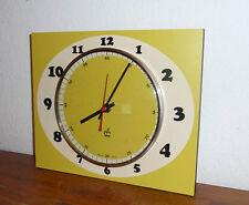Belle Horloge en FORMICA Jaune vert  japy   Des Années 50's/ 60 /70