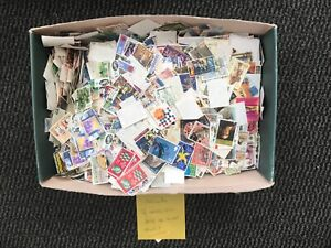 1143g OF GB MAINLY COMMS STAMPS OFF PAPER.