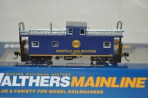 HO scale Walthers Norfolk & Western Ry International wide vision caboose train