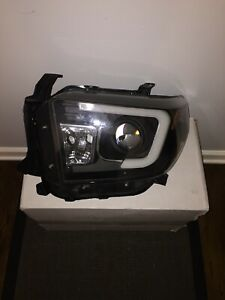 Spyder Auto PRO-YD-TTU14-DRL-BK For Toyota Tundra Projector Headlight