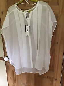 Studio8 White Top Size 22 New With Tags