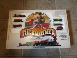 BACHMANN N SCALE THE OLD TIMER #4404 STEAM LOCOMOTIVE TENDER AND 5 CARS IN BOX