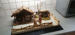 Weihnachtskrippe Krippe Krippenstall Holz mit Figuren