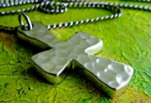 Superb unusual studio hammered solid sterling silver cross pendant & chain,36g